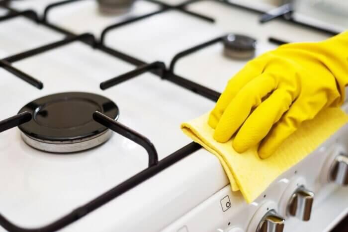 чем чистить решетку плиты